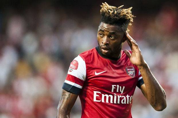 barça sign alex song