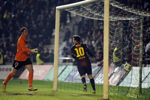cordoba 0-2 barcelona messi first goal