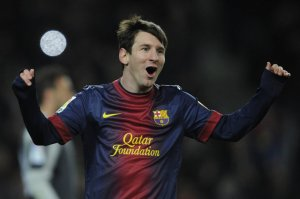 barcelona 2-1 sevilla messi celebrates goal 2013