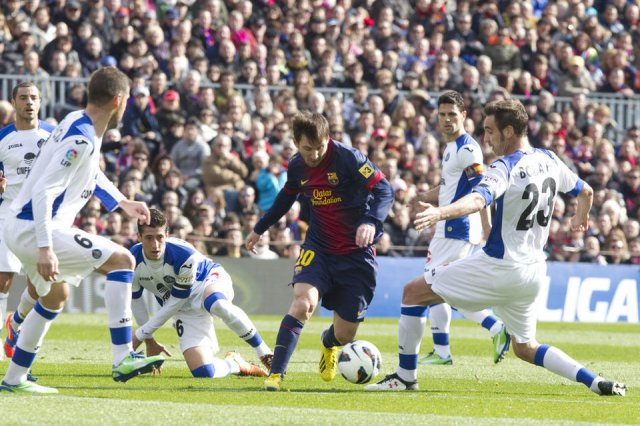 barcelona 6-1 getafe messi surrounded