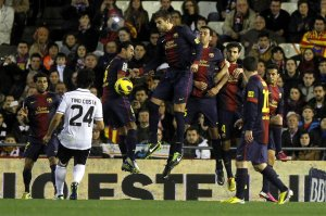 valencia 1-1 barça xavi elbow