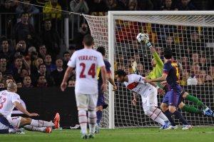 barcelona 1-1 psg valdes save 2013