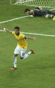 Neymar beats Casillas brazil 2013