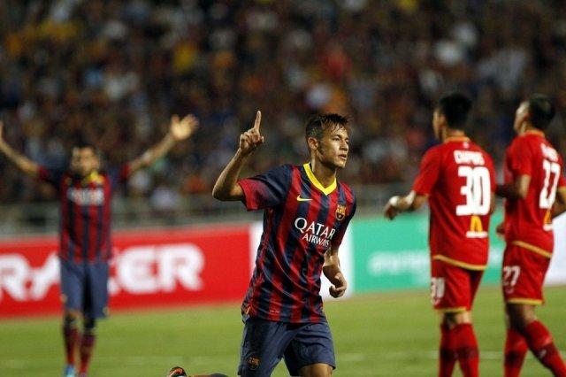 Neymar celebrates goal thailand 1-7 barça 2013