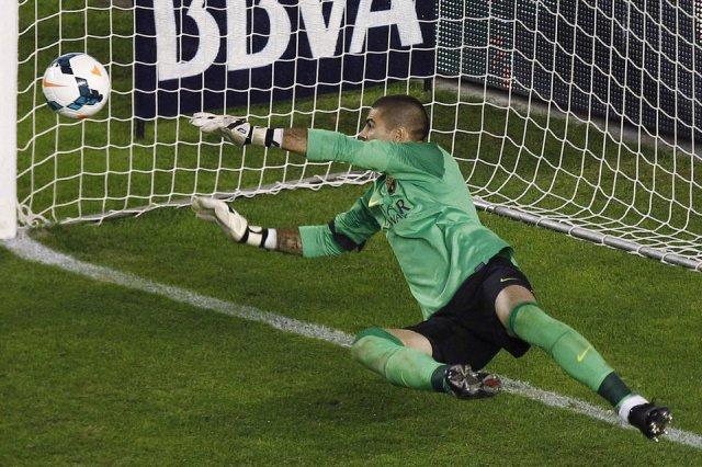 Rayo 0-4 Barça Valdés penalty save 2013