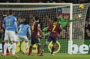 Barça 3-0 Malaga Valdés save Duda free kick 2014