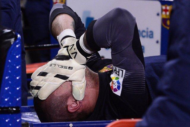 Victor Valdés injured 2014