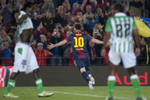 barcelona 4-2 betis messi celebrates fourth goal 2013