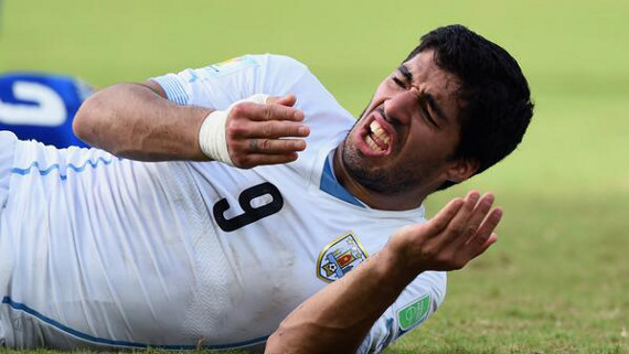Luis Suarez bite world cup 2014