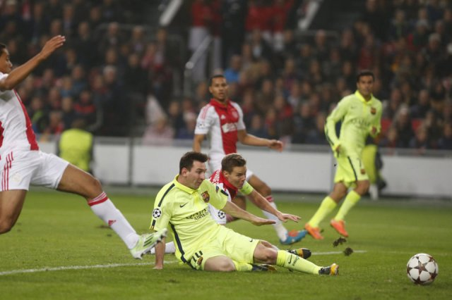 bfd5cdd9aa6 Ajax 0-2 Barça Messi second goal ( 71) 2014 Leo Messi scored his 70th and  71st Champions League ...