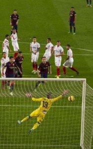 Barça 5-1 Sevilla Messi scores free kick goal 2014