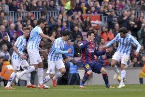 Barça 0-1 Malaga Messi surrounded 2015