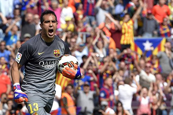 Barça 2-0 Valencia Bravo celebrates penalty save 2015