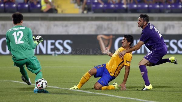 Suarez scores goal vs Fiorentina 2015